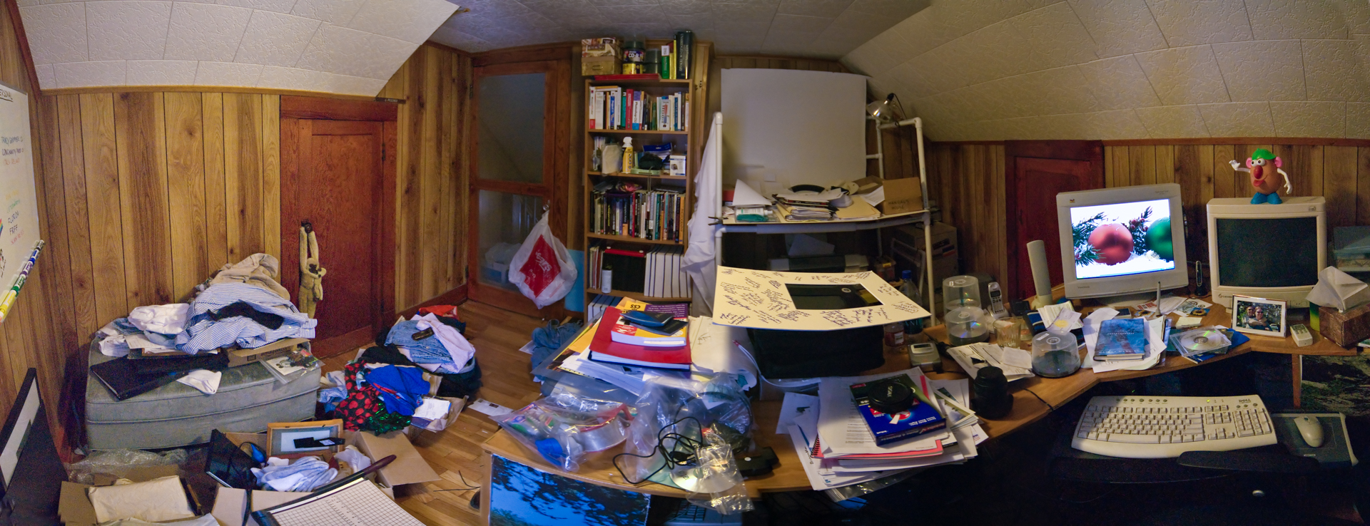 Stuff, Stuff and More Stuff: Overwhelmed By Clutter - Reaching for Less